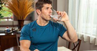 چرا نباید همراه با غذا آب خورد؟