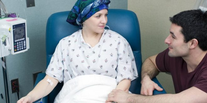 woman-receiving-chemotherapy شیمی درمانی