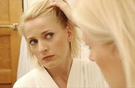 نازك شدن موهای سر از نشانه های ریزش مو است