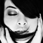 ارگاسم در زنان: افکار اشتباه، مشکلات و راههای درمان