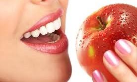 خوراكی هایی كه به طور طبیعی موجب سفیدشدن دندانها می شوند