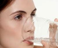 نوشيدن آب، عفونت ادراري را كاهش ميدهد