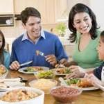 هنگام غذا خوردن به جلو خم نشوید