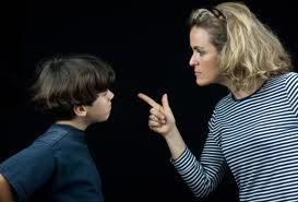 8 رفتاري که روحيه ي فرزندتان را خدشه دار ميکند