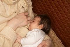 نحوه شیر دهی صحیح به نوزاد