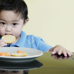 چگونه وچه موقع به کودک غذا بدهیم