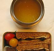 شروع غذا با سوپ به كاهش كالري دريافتي كمك مي كند.