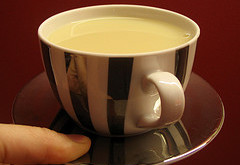 چاي را با شير مخلوط نكنيد