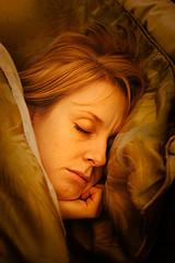 برای رفع کم خوابی چه باید خورد ؟